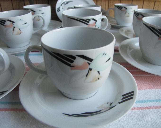 Hennenberg Von Graf Cups and Saucers Art Deco Design Vintage Dinnerware and Replacements Set of Nine (9)