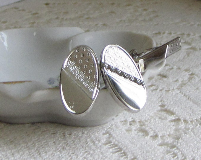 Oval Silver-toned Cuff Links and Tie Clip Ripples and Dots Design Men's Vintage Jewelry and Formal Wear