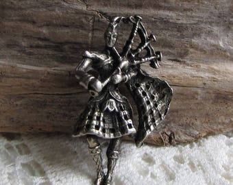 Bagpiper Brooch Scottish Bagpiper Pin Vintage Jewelry and Accessories