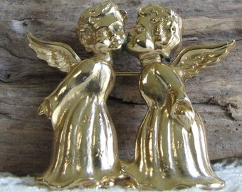 Treasure Masters Christmas angels brooch gold toned vintage holiday jewelry