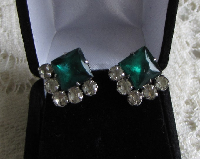 Emerald Green Rhinestone Earrings Vintage Jewelry and Accessories Screw On Backs