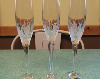 Mikasa Flame D'Amore Champagne Flutes Set of Three (3) Glasses Vintage Crystal and Barware