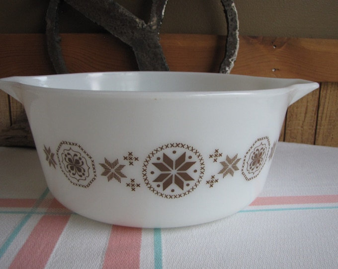 Pyrex Town and Country 2.5-Quart Casserole 1963-1967 Vintage Ovenware