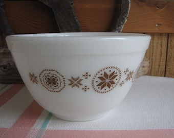 Pyrex Town and Country Bowl 1.5-Pint 1963-1967 Vintage Mixing Bowls
