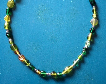 Green and silver necklace, glass beads, adjustable