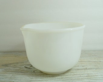Vintage Milk Glass Mixing Bowl with Pour Spout 5 Cups Milkglass Bowl GlasBake Sunbeam 1950s
