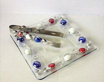 Small Plate w/Appetizer Tongs, Dessert Plate, Ice Tongs, Beaded Plate, Wire Wrapped Utensil, Beaded Utensil, Patriotic decor, 4th of July