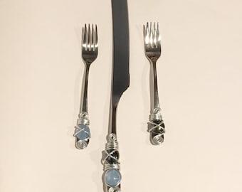 Cake Knife & Tasting Forks-Crossed Design, Wedding Cake Knife, Wire Wrapped Utensil, Tasting Forks, Wedding Cake Table, Bridal Shower Gift
