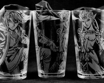 Link and Zelda Engraved Pint Glass