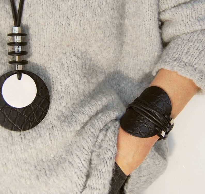 contemporary jewelry,contemporary necklace,modern jewelry,geometric necklace,modern necklace,long necklace,simple necklace,black necklace