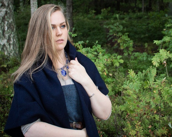 Viking Womens Square Cloak in 100% Wool . Historial Reenactment - Cloaks - Viking age - Handmade