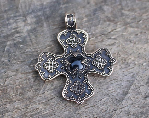 Onyx Birka Cross