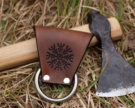 Helm of Awe Throwing Axe Carrier