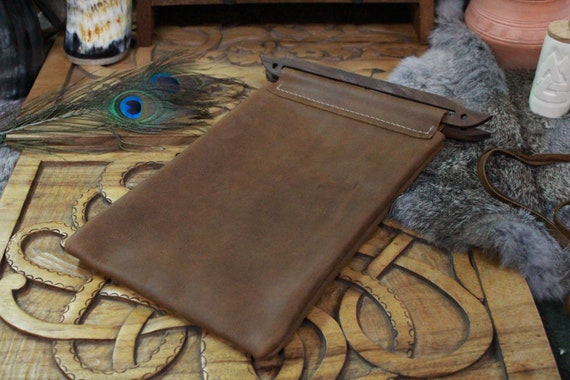 Leather Hedeby Bag With Walnut Handles