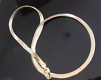M-174 Solid gold chain hearringbone vintage necklace; Stamped Italy and 14K; Weighs 13.3 grams. about 20 in long; 1/8 in wide