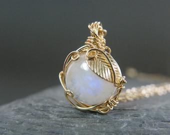 Moonstone necklace ~ Moonstone pendant ~ Moonstone jewelry ~ Blue moonstone ~ Rainbow moonstone ~ Gold leaf necklace ~ Moonstone ~ Gold ~