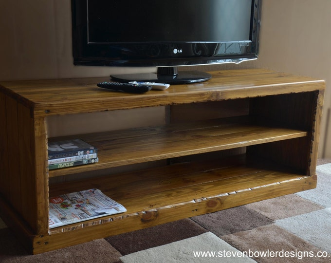 FREE Uk SHIPPING Bespoke Country Cottage Style Rustic TV Unit Medium Oak Stain with Single Media Console Shelf Decorative Edging