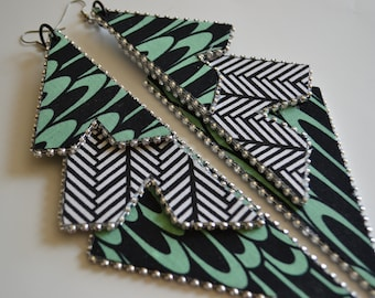 Abstract mint green/blk/wht triple layer earrings