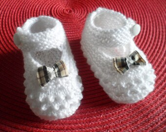 Baby booties in wool (0 to 3 months)