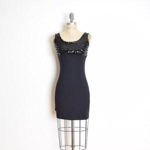 Mit kürzen kleid pailletten Ein Kleid