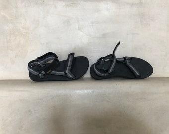 0490b13123fb3 Strappy Thin-sole Tevas