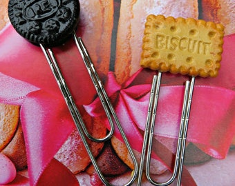"""set of 2 fancy """"the biscuits"""" paperclip bookmarks"""