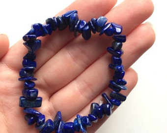 Lapis lazuli blue gemstone chip bracelet