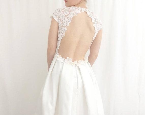 Robe avec jupe dégradée rebrodée de fleurs. Promotion T36 ou 38