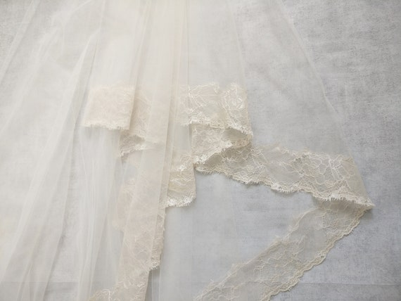 PROMOTION Nude/lace-lined wedding veil