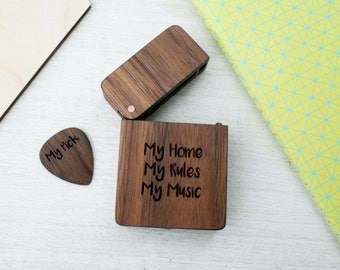 Personalised Guitar pick box set - engraved guitar plectrum - custom plectrum box - personalized wood gift - gift box with lid - guitar hero