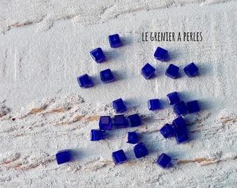 Beads 2 mm x 25 Cobalt CUBES