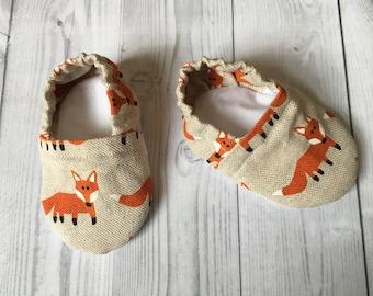 fox baby shoes, baby shower gift, fox baby booties, crib shoes, fabric baby shoes, baby girl shoes, Fox slipper,  fox print, shoe