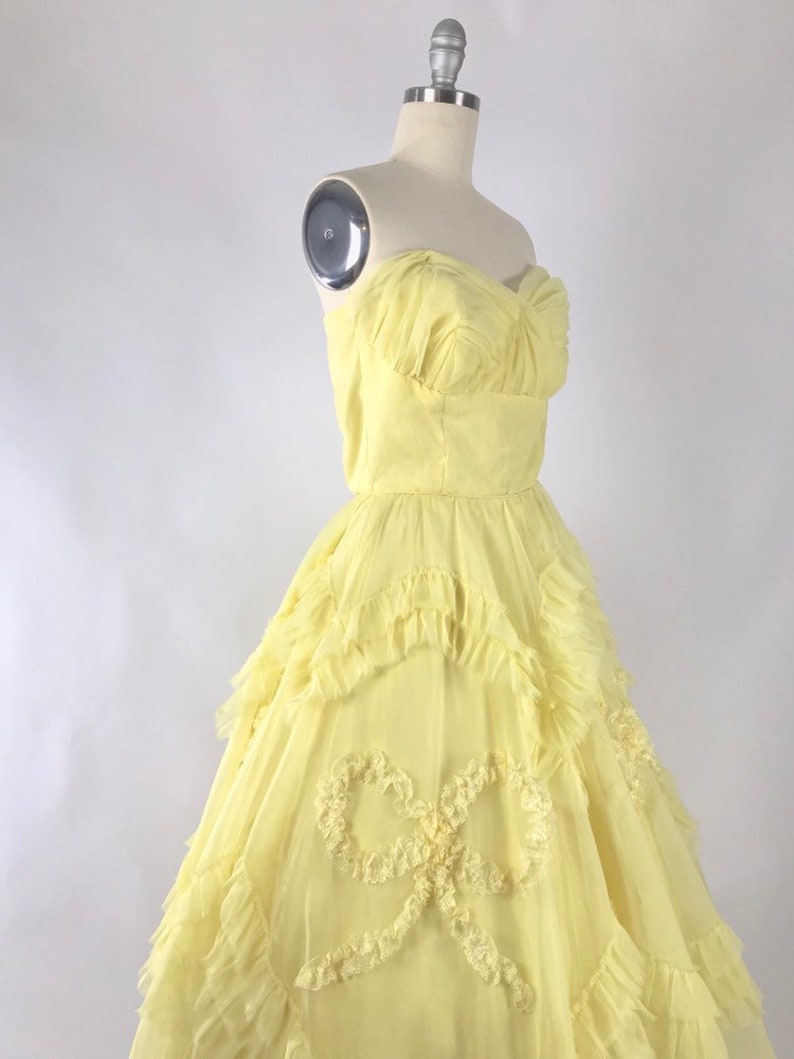 7e18473cb39 Vintage 1950s Prom Dress    50s Yellow Chiffon Strapless Bow