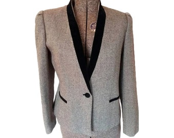 Vintage 1980s Stirling Cooper Black & White Tweed Jacket w/ Black Velvet Trim (SIze 9/10)