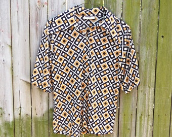 Vintage 1970s Domino Print Black Gold and White Short Sleeved Shirt / Pointed Disco Collar / Cinched Sleeves