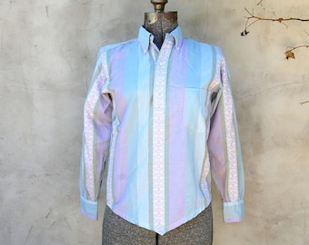Vintage 1960s Distinction Unisex Pastel Striped Button Down with Embroidered Print Stripes (Boys L / Womens XS)