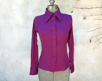 Vintage 1970s Plum Purple Long Sleeve Women's Form-Fitting Pointy Collar Blouse (Size M) / Retro Top