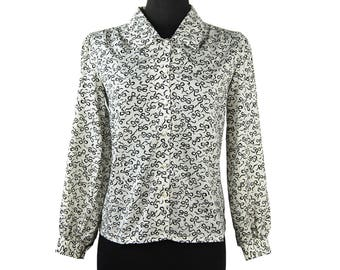 Vintage 1970s Judy Bond Petites Black and White Print Polyester Blouse (Size 8) / Bow Pattern