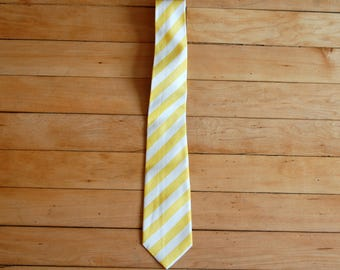 Vintage 1990s Haute Couture de Saralegui Yellow and White Diagonally Striped Necktie / Tie