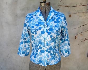 Vintage 1960s Majestic Blue & White Atomic Print Blouse w/ 3/4 Sleeve (32)