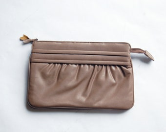 Vintage 1980s Faux Leather Light Brown / Taupe Clutch Purse