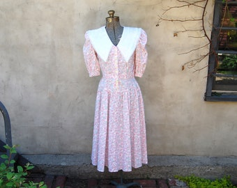 Vintage 1990s Sabrina Allyn Pastel Pink & Blue Floral Midi Dress w/ Large White Cotton and Lace Collar / Bib (5)