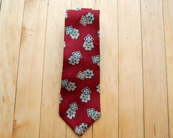 Vintage 1980s Claiborne Silk Tie / Red Green White Abstract Geo Floral Pattern Necktie