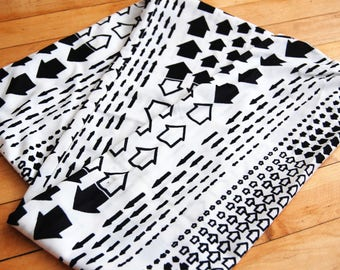 Vintage 1960s Black and White Arrow Print Polyester Scarf / Head Wrap / Belt / Headband