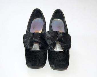 Vintage 1980s Realites Black Velvet Bow Shoes / Chunky Kitten Heel / Party Pumps  / Size 6.5