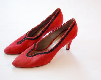 Vintage 1990s Red Suede Liz Claiborne Pumps / Black Piping Detail / Pointed Toe Heels / Size 8.5