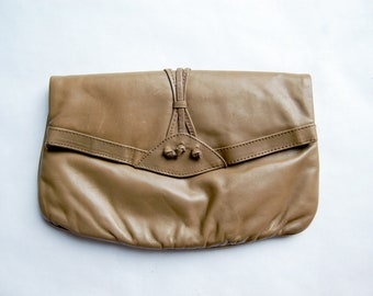 Vintage 1980s Faux Leather Tan Brown Fold-Over Clutch Purse / Valerie Barad
