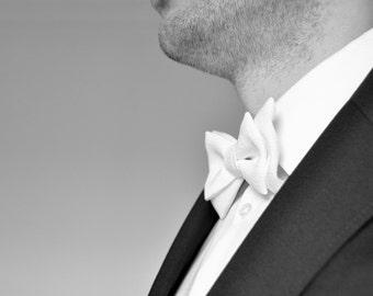 cab3bed441f1 Blanc avec noeud papillon - homme noeud papillon - mariage. Marié avec noeud.  Baptême avec noeud.