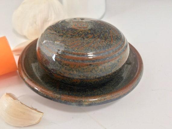 Garlic plate, salt shaker set, stopper-less salt-terra, pottery grater dish and shaker with garlic peeler, Gift set
