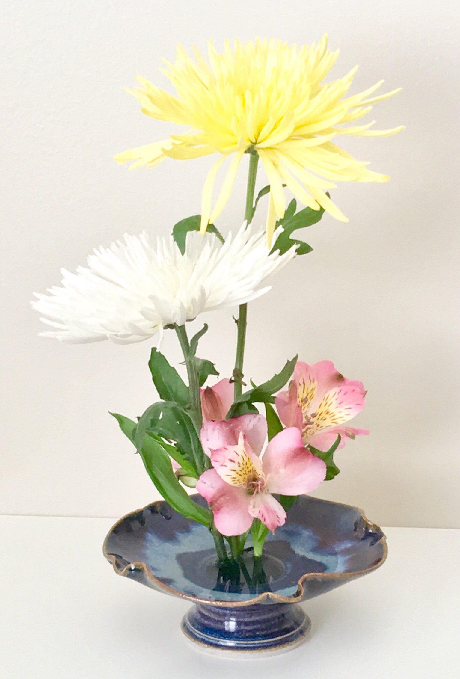 Ikebana With Pin Frog Japanese Style Flower Arranging Vase Centerpiece Porcelain Pottery Open Flower Bowl Vase With Floral Frog Kenzan